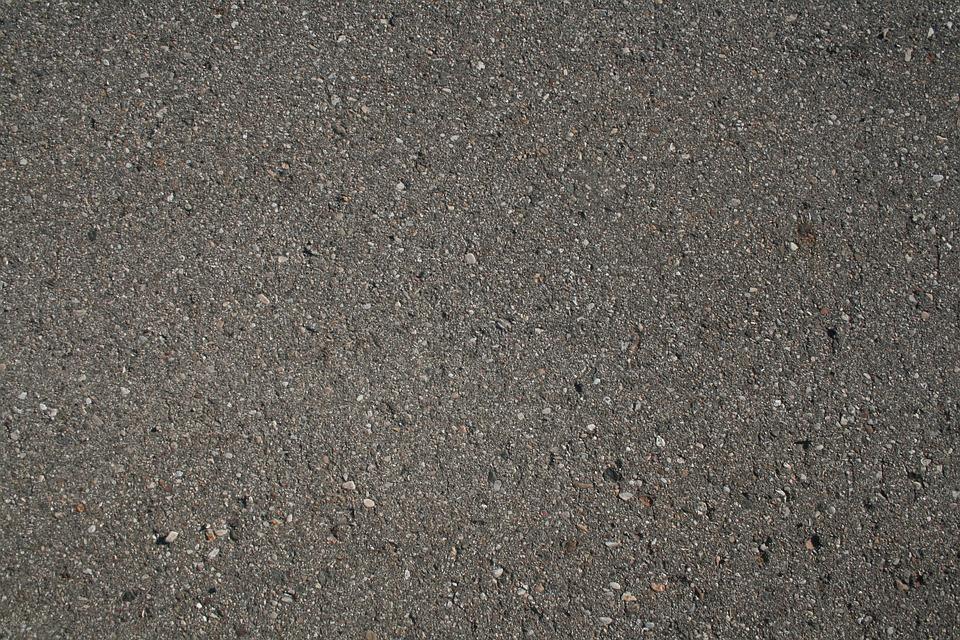 Kładli asfalt na czas TdP. Położą na nowo w przyszłym roku