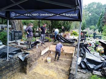 IPN ekshumował w Panewnikach szczątki 7 osób