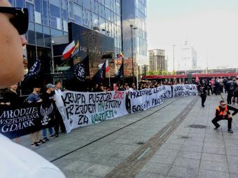 Pis-PO jedno zło. Narodowcy protestują