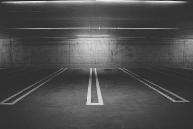 Markety wprowadzają płatne parkingi?