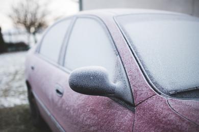 Zmienne warunki atmosferyczne - policja apeluje o ostrożną jazdę