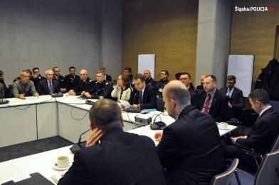 Przedstawiciele policji i ONZ podpisali porozumienie.