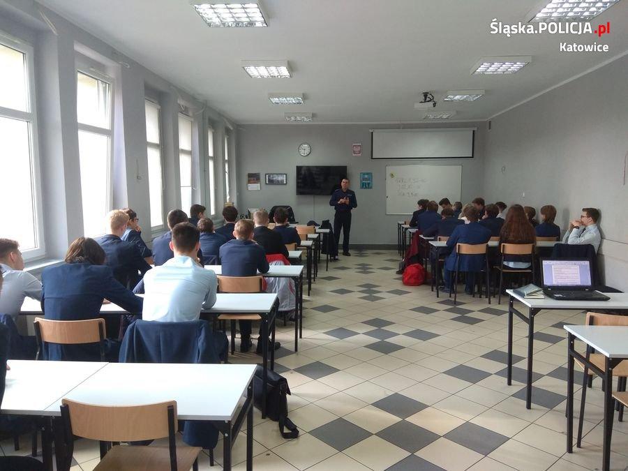 Policjanci prowadzili zajęcia dla uczniów Śląskich Technicznych Zakładów Naukowych