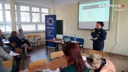Policjanci szkolili nauczycieli by zapewnić bezpieczeństwo dzieciom