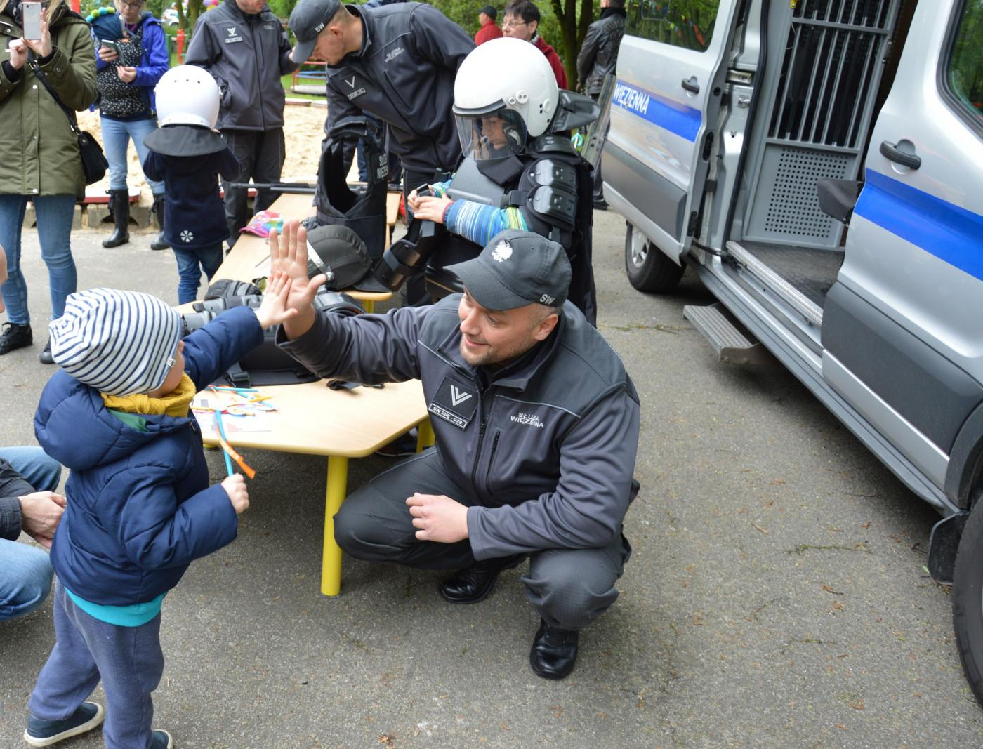 Zabrzańska Służba Więzienna uczy i bawi na pikniku u Wróbelka Elemelka