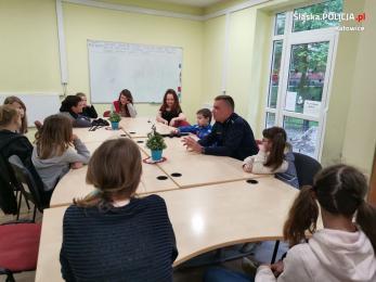 Katowicki dzielnicowy rozmawiał z dziećmi o bezpieczeństwie