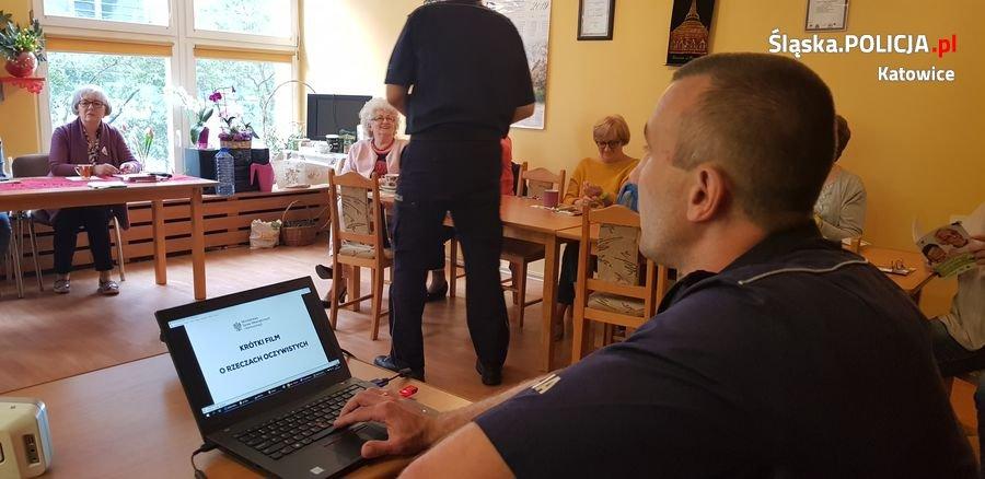 Katowice: Policjanci zorganizowali debatę społeczną dla seniorów