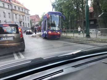 Na alei Korfantego w Katowicach wykoleił się tramwaj