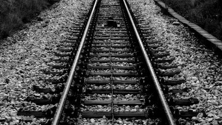 W Katowicach - Piotrowicach pociąg potrącił młodą kobietę - zginęła na miejscu