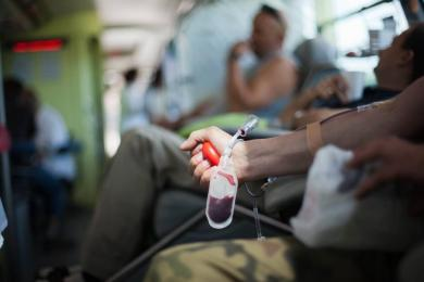 W okresie wakacyjnym krew jest szczególnie potrzebna! Sprawdź gdzie i kiedy oddać krew!