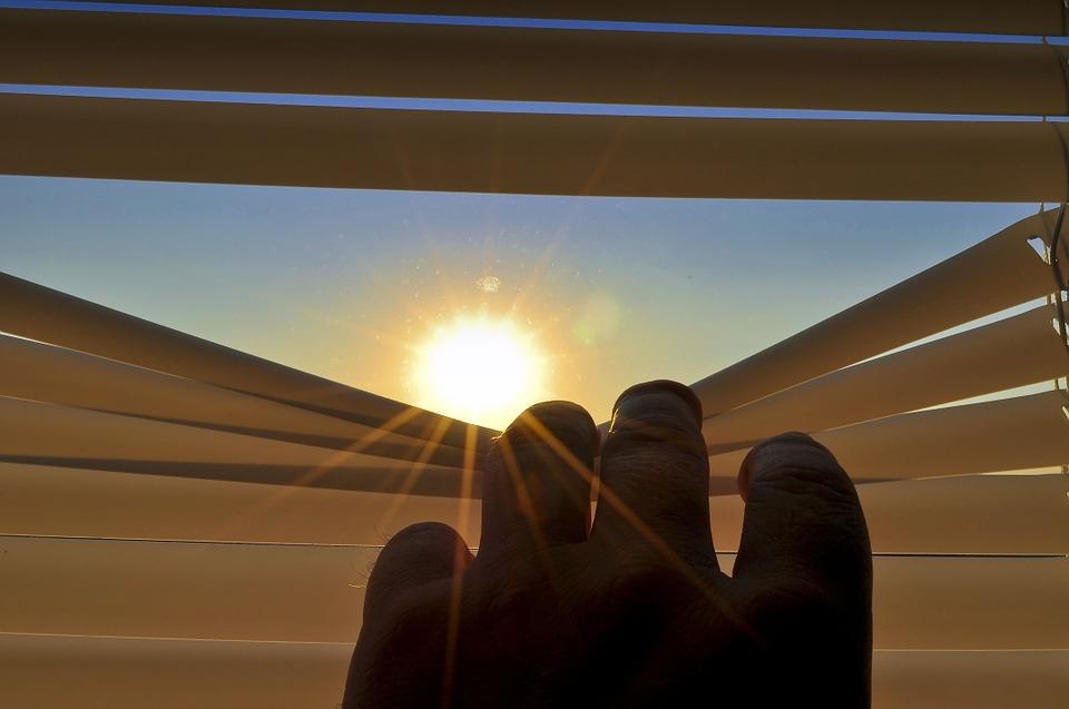 Jakie rolety w Katowicach najlepiej chronią przed słońcem?