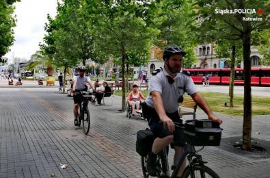 Bezpieczne wakacje pod czujnym okiem mundurowych na rowerach