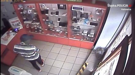 Napad na lombard. Sprawcy grozili pracownikowi nożem i miotaczem gazu