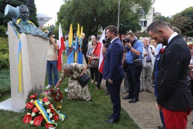Odsłonięcie pomnika Bernarda Krawczyka w Galerii Artystycznej
