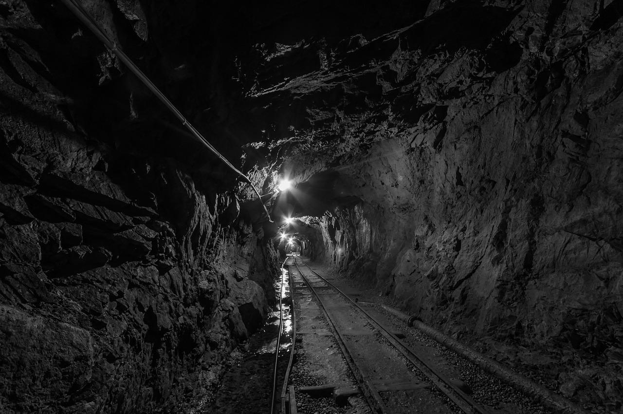 """Wstrząs w KWK """"Staszic-Wujek"""": Rannych zostało trzech górników"""