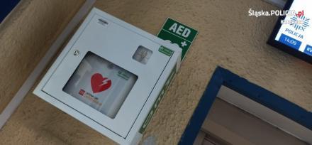 Automatyczny Defibrylator Zewnętrzny (AED) w katowickiej komendzie