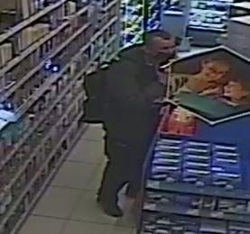 Podejrzany o kradzież perfum. Rozpoznajesz go?
