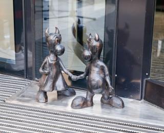 Beboki dotarły pod Galerię Katowicką. Oto początek Szlaku Beboków