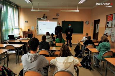 Dzielnicowi katowickiej piątki rozmawiali z uczniami