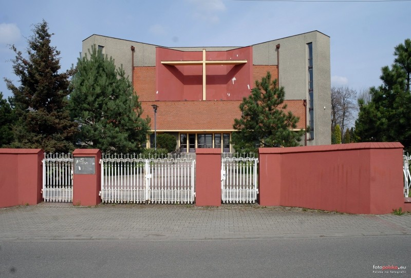 Parafia Bryn�w - Ko�ci� pw. �w. Rodziny