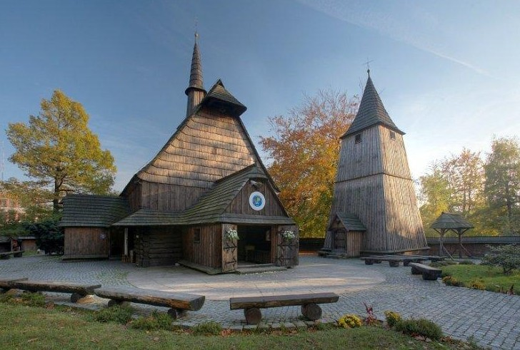 Parafia Bryn�w - Ko�ci� pw. �w. Micha�a Archanio�a