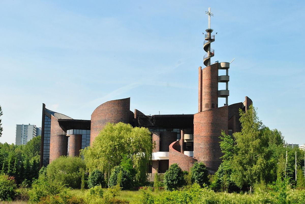 Tysiąclecie - Kościół pw. Podwyższenia Krzyża Świętego i Matki Bożej Uzdrowienia Chorych