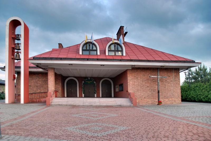 Parafia Zarzecze - Ko�ci� pw. Matki Bo�ej Wspomo�enia Wiernych