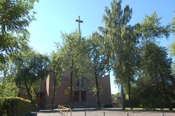 Parafia Bryn�w - Ko�ci� pw. Podwy�szenia Krzy�a �wi�tego