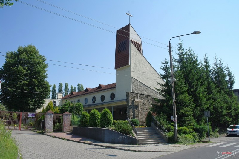 Parafia Bryn�w - Ko�ci� pw. Naj�wi�tszych Imion Jezusa i Maryi