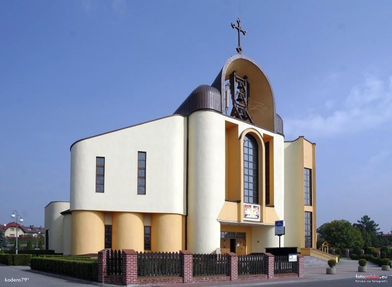 Parafia Kostuchna - Ko�ci� pw. Tr�jcy Przenaj�wi�tszej